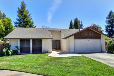 Single Family Home For Sale: 8948 Shady Vista Court