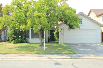 Roseville Single Family Home For Sale: 1437 New England Drive