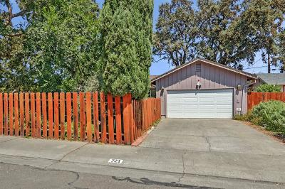 Single Family Home For Sale: 721 Paloma Avenue