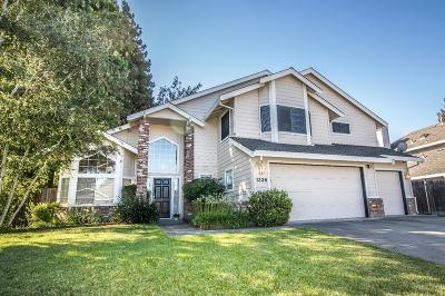 Sacramento Single Family Home For Sale: 1336 Manzano Way