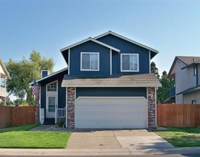 Sacramento Single Family Home For Sale: 161 Creekside Circle