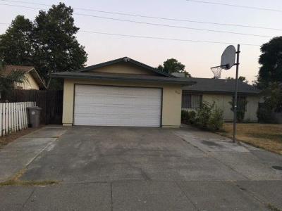 Sacramento CA Single Family Home For Sale: $220,000