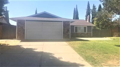 Sacramento Single Family Home For Sale: 5320 Village Wood Drive
