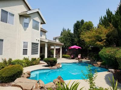 Roseville Single Family Home For Sale: 12 Century Court