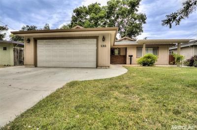 Davis Single Family Home For Sale: 1311 Chestnut Lane