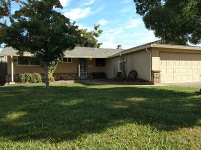 Elk Grove Single Family Home For Sale: 8805 Halverson Drive