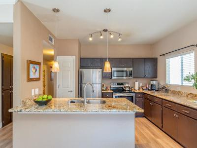 Roseville Condo For Sale: 10001 Woodcreek Oaks Boulevard
