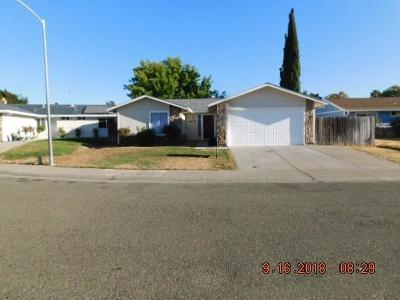 Sacramento CA Single Family Home For Sale: $320,000