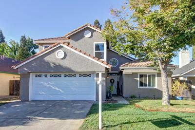 Elk Grove Single Family Home For Sale: 9445 Bowmont Way