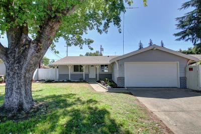 Sacramento Single Family Home For Sale: 8646 Cliffwood Way