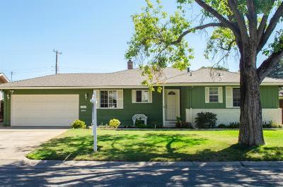Sacramento CA Single Family Home For Sale: $420,000