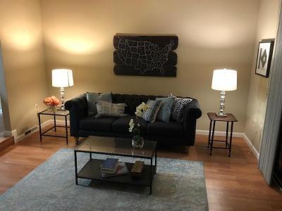 Sacramento Condo For Sale: 899 East Woodside Lane