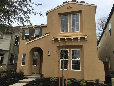 Sacramento Single Family Home For Sale: 3097 Crocker Drive