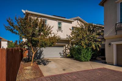 Sacramento Single Family Home For Sale: 3428 Soda Way