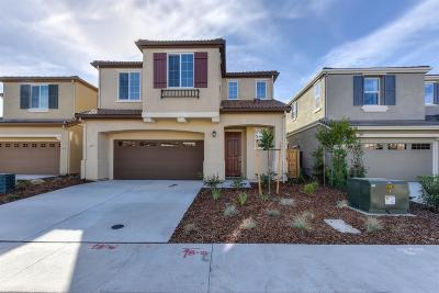 Roseville Single Family Home For Sale: 1040 Oakbriar