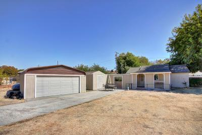Sacramento Single Family Home For Sale: 3932 Cypress Street