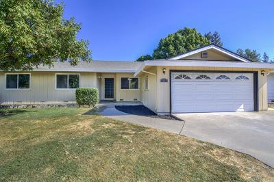 Sacramento Single Family Home For Sale: 6277 Lake Park Drive