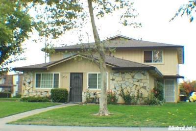 Sacramento County Condo For Sale: 4411 Greenholme Drive
