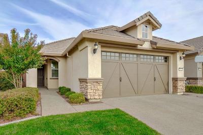 Elk Grove Single Family Home For Sale: 7905 Peak Forest Way