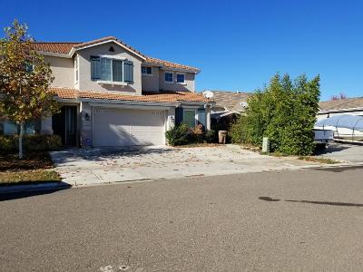 Elk Grove Single Family Home For Sale: 9824 Wyland Drive