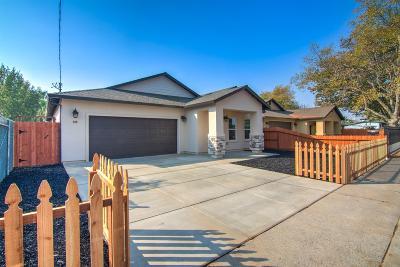 Sacramento Single Family Home For Sale: 208 Nimitz Street