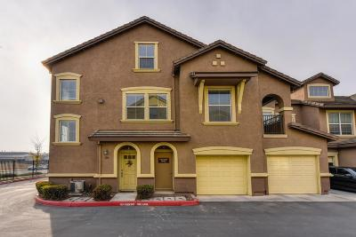 Elk Grove Condo For Sale: 5568 Tares