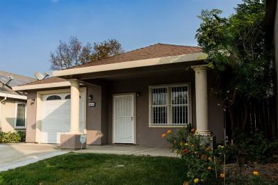 Sacramento CA Single Family Home For Sale: $330,000