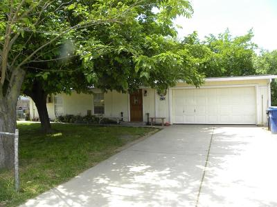 Sacramento Single Family Home For Sale: 5753 Pomegranate Avenue