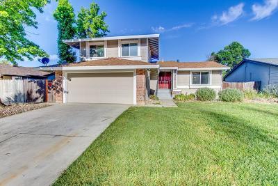 Sacramento Single Family Home For Sale: 3320 Romford Way