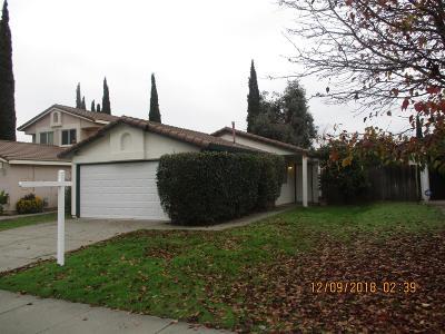 Sacramento Single Family Home For Sale: 137 Majorca Circle