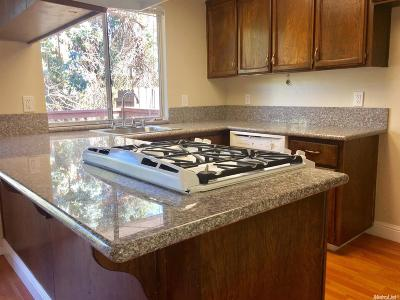 Sacramento County Condo For Sale: 1326 Oak Terrace Court