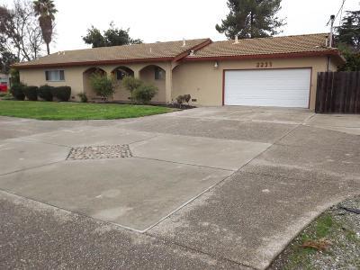 Stockton Single Family Home For Sale: 2233 Lucile Avenue