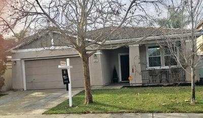 Elk Grove Single Family Home For Sale: 1921 Yarnell Way