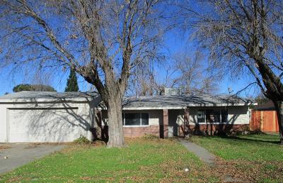 Sacramento Single Family Home For Sale: 8213 Judette Avenue