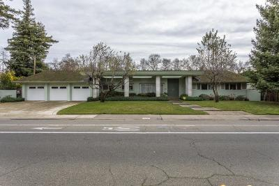 Sacramento Single Family Home For Sale: 3326 American River Drive