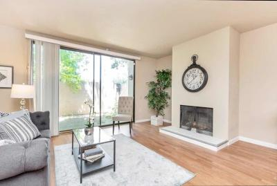 Sacramento County Condo For Sale: 899 Woodside Lane