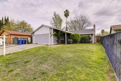 Sacramento Single Family Home For Sale: 7444 Saxon Way