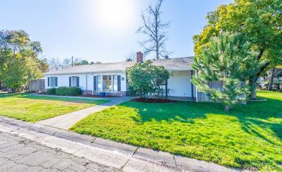 Single Family Home For Sale: 4300 Ravenwood Avenue