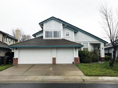 Elk Grove Single Family Home For Sale: 5105 Surreyglen Way