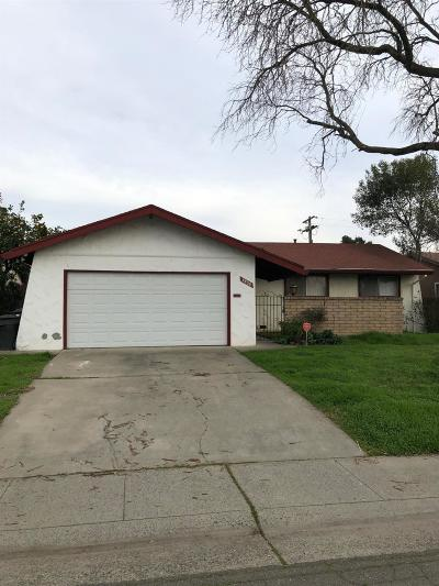 Sacramento Single Family Home For Sale: 4408 Livingston Way