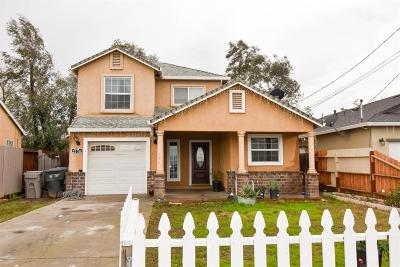 Sacramento CA Single Family Home For Sale: $300,000