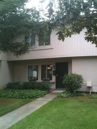 Sacramento Condo For Sale: 8736 Woodman Way