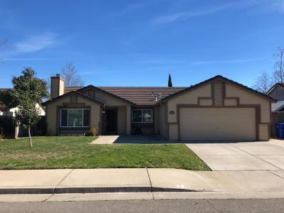 Galt Single Family Home For Sale: 879 Village Run Drive