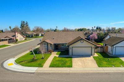 Galt Single Family Home For Sale: 323 Emerald Oak Drive