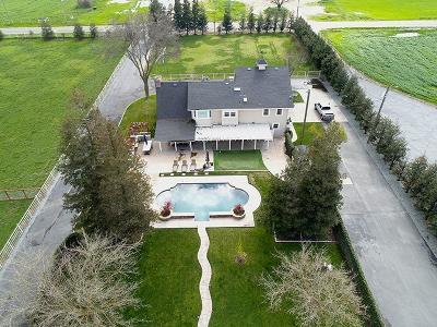 Denair Single Family Home Contingent: 8115 East Monte Vista Avenue