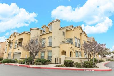 Elk Grove Condo For Sale: 5450 Tares Circle