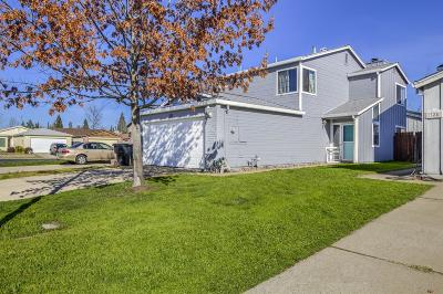 Roseville Single Family Home For Sale: 323 Greenmore Way
