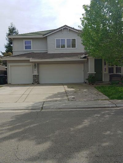 Elk Grove Single Family Home For Sale: 9257 Trout Way