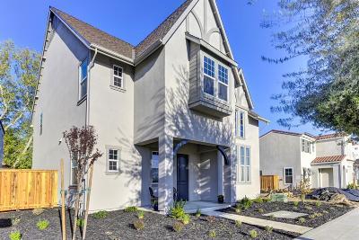 Sacramento Single Family Home For Sale: 3121 Crocker Drive