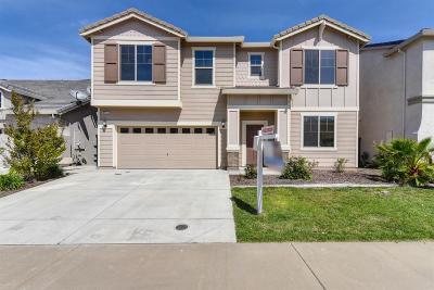 Sacramento Single Family Home For Sale: 8965 Luna Bay Wy
